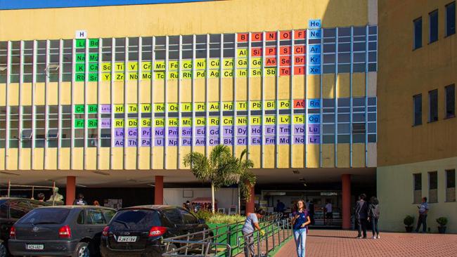 Grande tabela periódica (14m x 7m) montada em Belo Horizonte (MG). Fonte: IYPT2019.